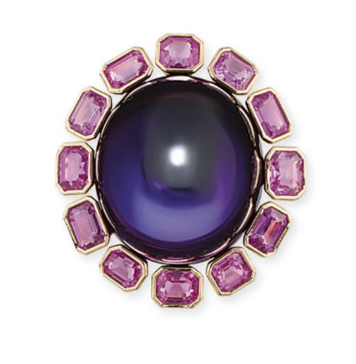 AN IMPRESSIVE AMETHYST AND PIN