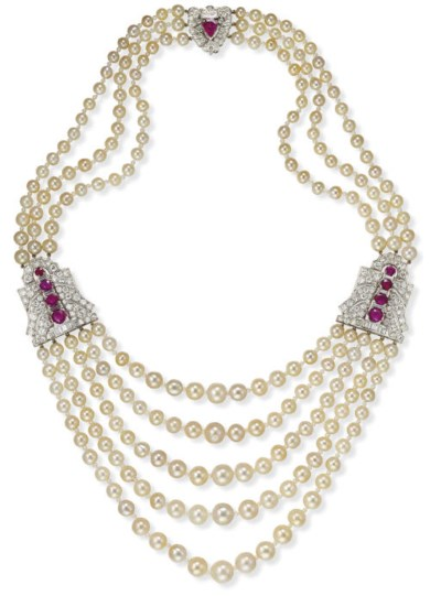 AN ATTRACTIVE NATURAL PEARL, R