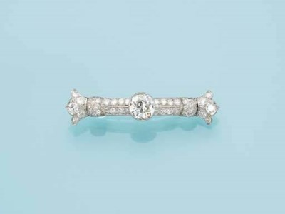 AN ART DECO DIAMOND BAR BROOCH