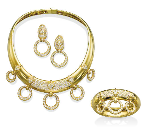A SUITE OF GOLD AND DIAMOND JE