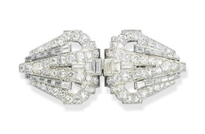 AN ART DECO DIAMOND JABOT PIN