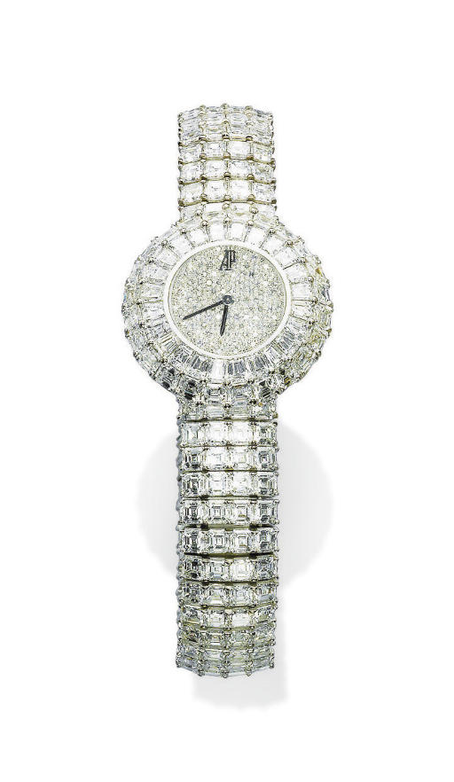 AN ELEGANT LADY'S DIAMOND WRIS