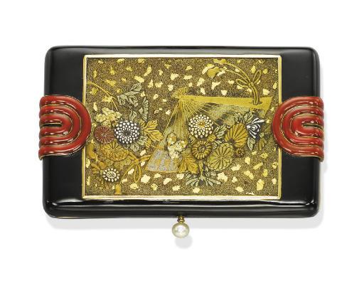AN ART DECO GOLD AND ENAMEL VA