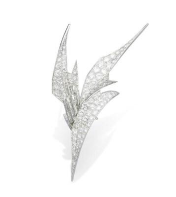 A DIAMOND BROOCH, BY STERLÉ