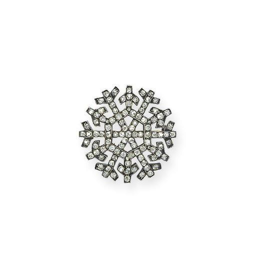 A DELICATE ANTIQUE DIAMOND 'SN