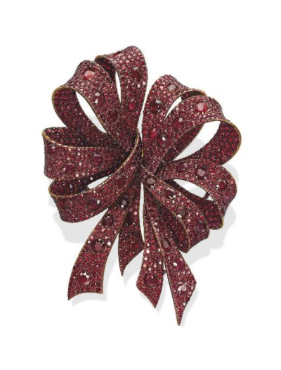 A RUBY 'BOW' DOUBLE CLIP BROOC