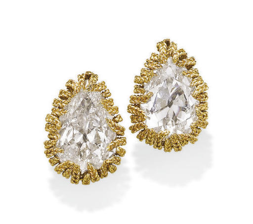 A PAIR OF DIAMOND AND GOLD EAR CLIPS, BY VAN CLEEF & ARPELS