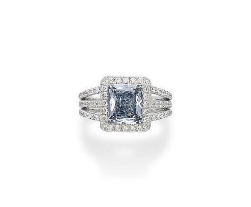 AN EXQUISITE COLOURED DIAMOND