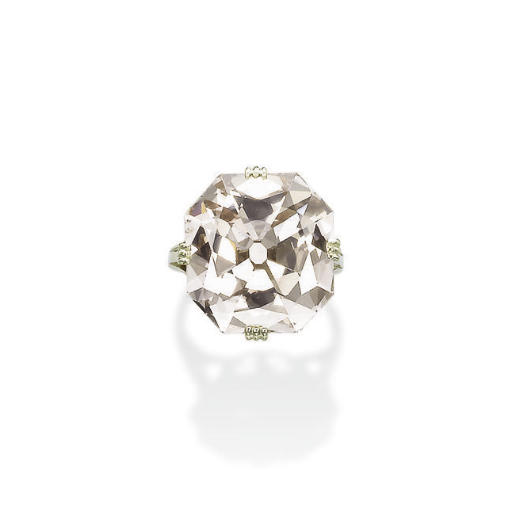 AN EXCEPTIONAL ANTIQUE COLOURED DIAMOND RING