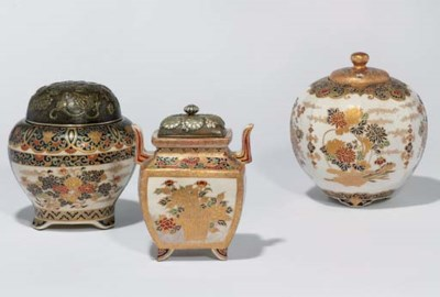 A KORO AND TWO VASES AND COVER