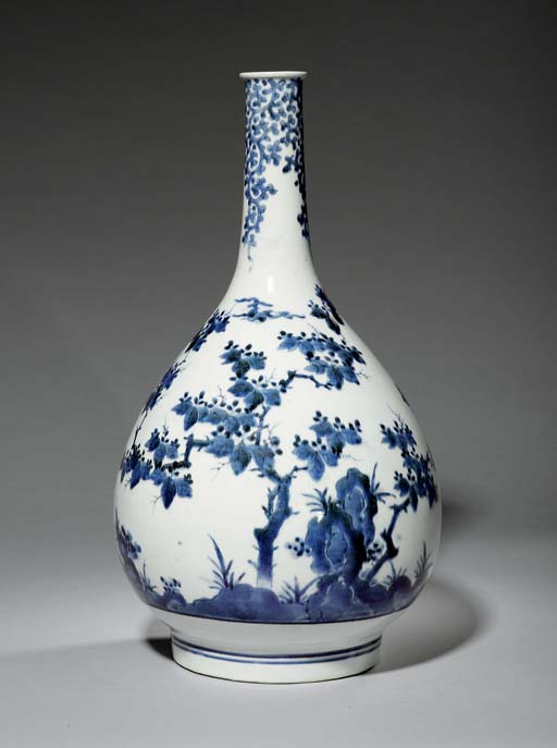 A LARGE ARITA BOTTLE VASE