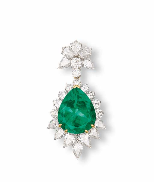 AN EMERALD AND DIAMOND PENDENT BROOCH