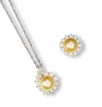 A SET OF GOLDEN CULTURED PEARL