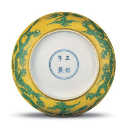 A MING GREEN AND YELLOW-ENAMEL