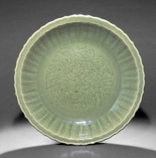 A FINE AND RARE LARGE LONGQUAN