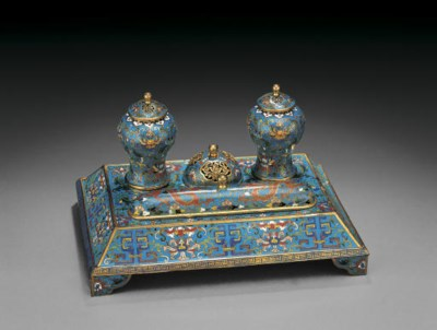 AN UNUSUAL CLOISONNE ENAMEL DE