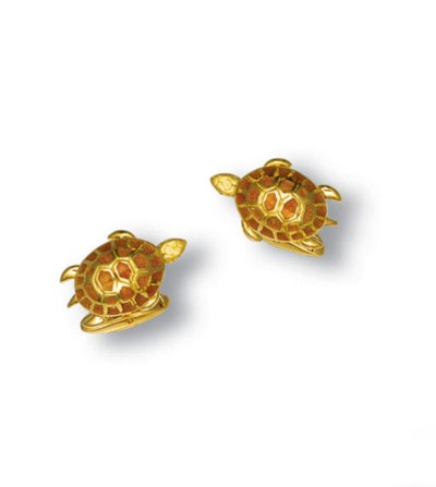 A PAIR OF 18K GOLD AND ENAMEL