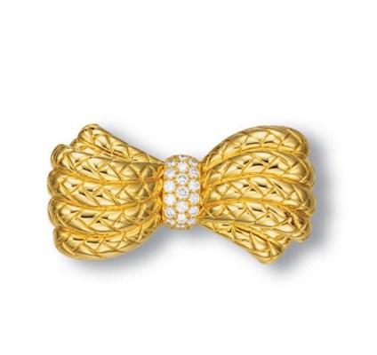 AN 18K GOLD AND DIAMOND BROOCH