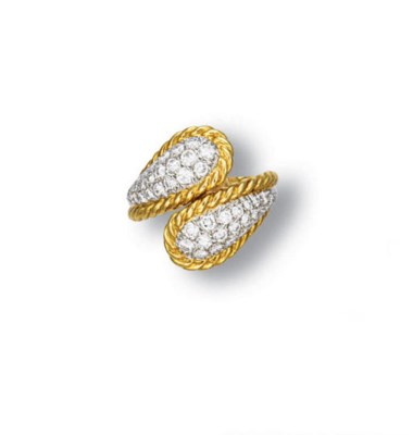 A DIAMOND AND GOLD RING, BY VA