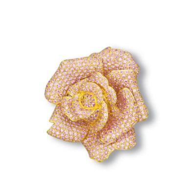 A PINK SAPPHIRE ROSE BROOCH