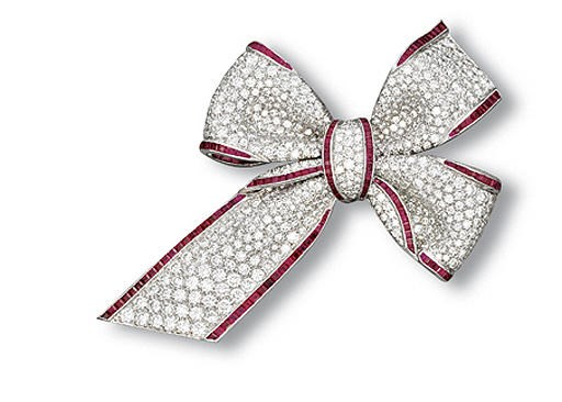 A DIAMOND AND RUBY BOW BROOCH,
