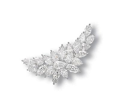 A DIAMOND CLIP BROOCH