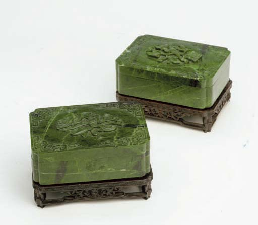 THREE CHINESE SMALL MOTTLED GREEN JADEITE CARVINGS AND A PAIR OF CHLOROMELANITE RECTANGULAR BOXES AND COVERS,