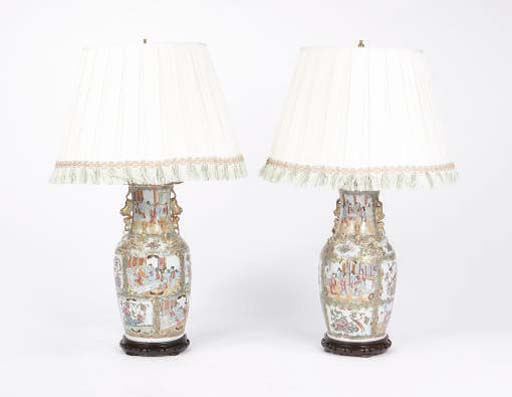 A PAIR OF CHINESE EXPORT FAMILLE ROSE PORCELAIN URNS MOUNTED AS TABLE LAMPS,