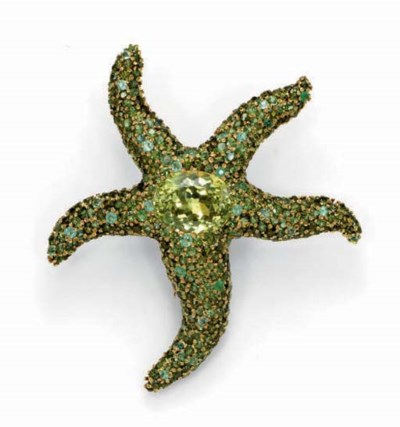 A GEM-SET AND GOLD STARFISH BR