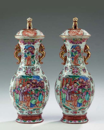A PAIR OF CHINESE EXPORT PEAR-