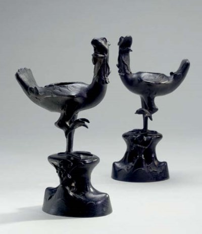 A PAIR OF CHINESE BRONZE DUCK-