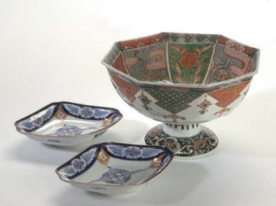 A GROUP OF JAPANESE PORCELAINS