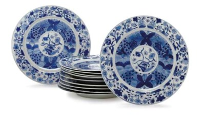 A SET OF ELEVEN LARGE BLUE AND