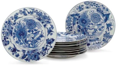 A SET OF TEN BLUE AND WHITE PL