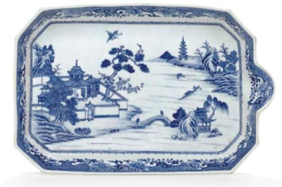 AN UNUSUAL BLUE AND WHITE TRAY