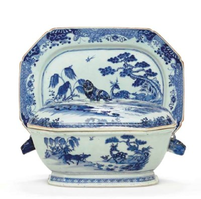A BLUE AND WHITE SOUP TUREEN,