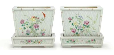 A PAIR OF FAMILLE ROSE PLANTER