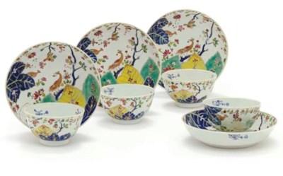 A SET OF FOUR TOBACCO LEAF TEA