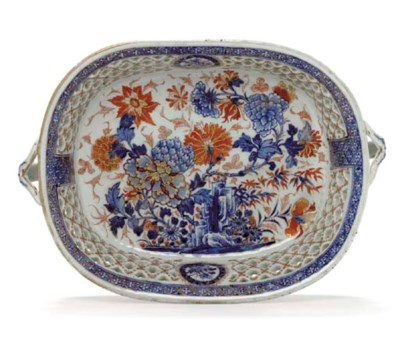 A LARGE TWO-HANDLED CHINESE IM