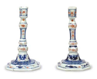 A PAIR OF CHINESE IMARI CANDLE