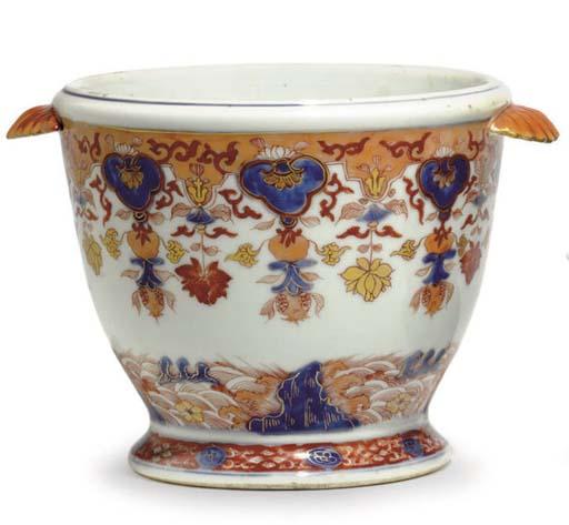 A CHINESE IMARI WINE COOLER