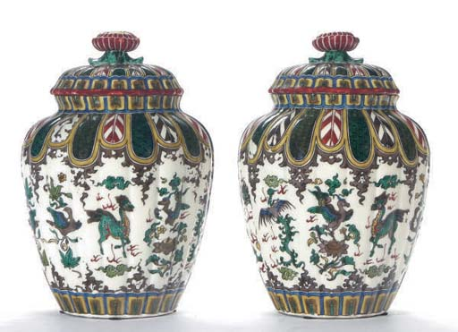 A PAIR OF KUTANI STYLE FLUTED
