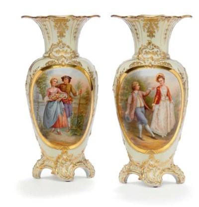 A PAIR OF BERLIN IVORY-GROUND