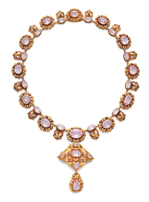 AN ANTIQUE PINK TOPAZ AND GOLD PENDANT NECKLACE