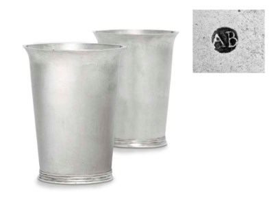 A FINE PAIR OF SILVER BEAKERS