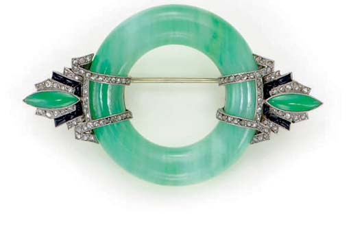 AN ART DECO JADEITE, DIAMOND,