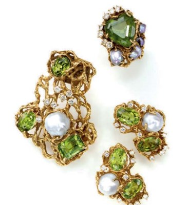 A SET OF PERIDOT, CULTURED PEA