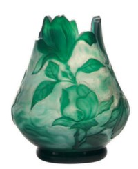 A FRENCH WHEEL-CARVED GLASS VASE,