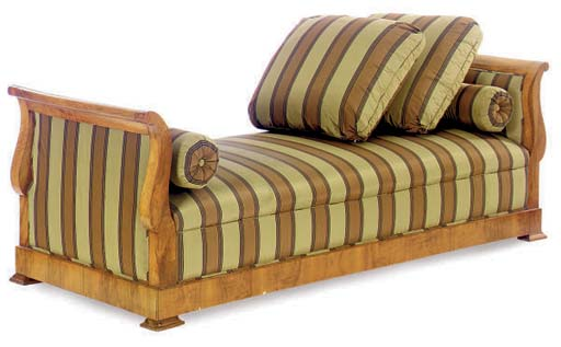 A CONTINENTAL WALNUT DAYBED UP