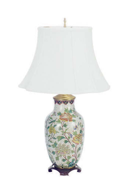 A CHINESE CLOISONNE VASE MOUNT